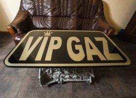 Именной столик в офисе VipGaz Center