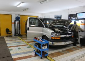 Chevrolet Express Explorer (beige 2) на газу
